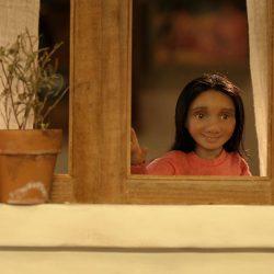 Esme en la ventana